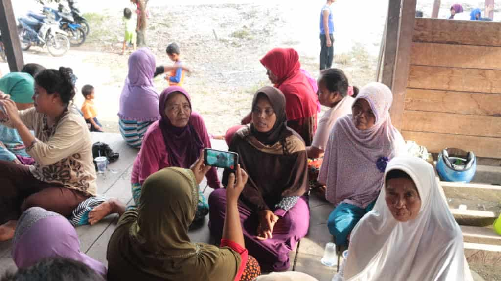Indonesia women doing participatory video